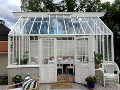 Se hur ett växthus blir till i Galleriet I Sweden Green House Conservatory Extension, Backyard Greenhouse, City Farm, Rustic Gardens, Potted Plants, Planer, Shed, Green Houses, Koti