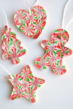 These melted peppermint candy ornaments are ADORABLE and they're super easy to make! Such a fun and inexpensive homemade Christmas ornament idea! Christmas Ornament Crafts, Christmas Crafts For Kids, Homemade Christmas, Simple Christmas, Holiday Crafts, Christmas Diy, Christmas Decorations, Christmas Candy, Easy Ornaments