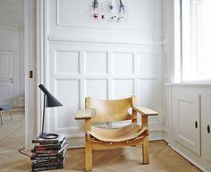 Børge Mogensen 'den spanske stol' og Arne Jacobsen AJ bordlampe