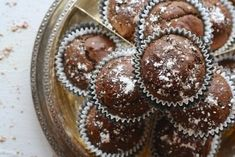 Did someone say double chocolate muffins for breakfast? Buy premium quality chocolate from our website and bake scrumptious chocolate muffins for the whole family! Borax Cleaning, Household Cleaning Tips, Diy Cleaning Products, Cleaning Hacks, Chocolate Banana Muffins, Chocolate Cupcakes, Brownie Cupcakes, Chocolate Fondue, Gluten Free Pizza