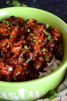 Chorizo and Black Bean Chili Bowls - Lord Byron's Kitchen Chorizo Chili Recipe, Chorizo Recipes, Spicy Chili, Chili Recipes, Veggie Recipes, Mexican Food Recipes, Yummy Recipes, Dinner Recipes, Yummy Food
