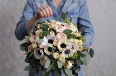 Букет с ранункулюсами, анемонами и розой / Bouquet with ranunculus anemones and roses.