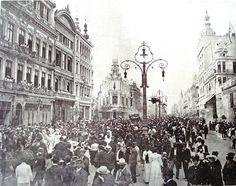 Carnaval na Avenida Central, hoje Avenida Rio Branco no centro da cidade do Rio de Janeiro, 1907.