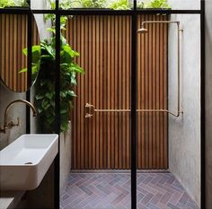 indoor / outdoor shower by Breathe Architecture Indoor Outdoor Bathroom, Outdoor Walls, Outdoor Decor, Outdoor Showers, Indoor Outdoor Living, Outdoor Ideas, Architecture Awards, Interior Architecture, Australian Architecture