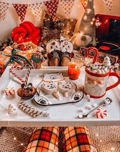 Christmas is approaching and young friends also enjoy spending a romantic Christmas Eve. Taking photos at Christmas must of course… Cosy Christmas, Christmas Feeling, Days Until Christmas, Christmas Wonderland, Merry Little Christmas, Rustic Christmas, Christmas Themes, Christmas Decorations, Outdoor Christmas