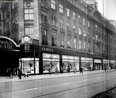 Down the decades: See how Market Street has changed since 1900 - Manchester Evening News I Love Manchester, Manchester England, Manchester Police, Old Pictures, Old Photos, Vintage Photos, Birmingham City Centre, Birmingham England, Walsall