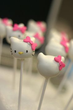 Hello Kitty Cake Pops!