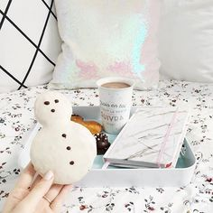 There's snowplace like bed ⛄️ Link in bio to shop pillows! @meetmeinparee