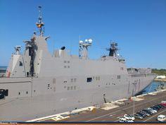 """LHD """"Juan Carlos I"""" en el muelle 4 de la Base Naval de Rota"""