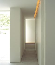 Tetsuka House / John Pawson..i would like to sit in this small corridor...just reflecting..relaxing..enjoying.
