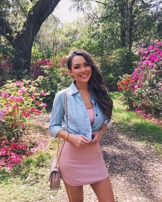 Jessica Ricks: The Magnolia Plantation and Gardens was one of my favorite places we visited while in Charleston 😍🌺🌳I wore this LPD (little pink dress)… Jessica Ricks, Friend Outfits, Girl Outfits, Little Pink Dress, Fashion Beauty, Girl Fashion, Beautiful Young Lady, Gorgeous Women, Brunette Beauty