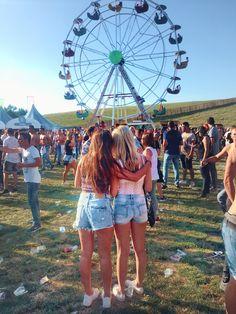 Bestfriends on a festival