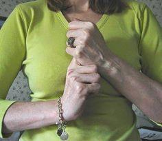 Este Mudra es uno de los más importantes que existe para el crecimiento personal individual. Cierra el puño de la mano izquierda. ...