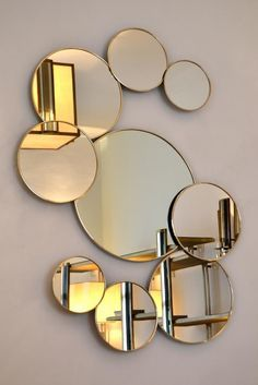 With these expensive mirrors, you'll get an effortlessly modern and chic interior design Home Room Design, Decor Interior Design, Interior Decorating, Flur Design, Wall Design, Wall Mirror Design, Wall Mirrors, Metal Wall Decor, Metal Wall Art