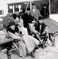 Enver Pasha, Omer Faruk Efendi and princes on board to the Gallipoli Front