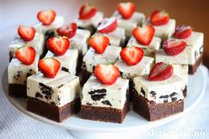 brownies and strawberries at wedding Norwegian Food, Norwegian Recipes, Brownie Cookies, Frisk, Brownies, Nom Nom, Cake Recipes, Cheesecake, Strawberry