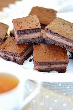 Stavolta ci sono davvero pochi preamboli da fare. Vi propongo una torta che definire una LIBIDINE è riduttivo: un dolce composto da una...