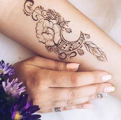 Один из самых любимых дизайнов Для чудесной @annaderesh #heena #henna #hennatattoo #hennaart #hennadesign #tattoo #temporarytattoo #tattooart #mehendi #mehndi #хна #мехендикиев #мехенди #мехенді (at...