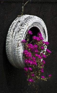 Hanging Planters of All Sorts -- I have an idea with all the old tires we have found around our land. I'm thinking turning them into Vertical Strawberry Planters. Old Tires, Recycled Tires, Recycled Crafts, Deco Floral, Unique Gardens, Gardening Gloves, Hanging Planters, Hanging Baskets, Diy Hanging