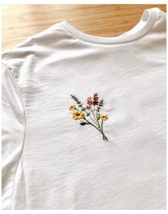 Simple Embroidery Designs, Modern Embroidery, Hand Embroidery Patterns, Embroidery Art, Machine Embroidery Designs, Embroidery On Tshirt, Embroidery On Clothes, Embroidered Clothes, Broderie Anglaise Fabric