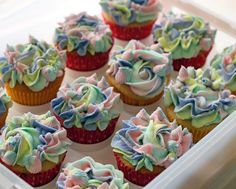 Unicorn Cupcakes #cupcakes #unicorns #unicorncupcakes #unicorndesserts #girlbirthdayparty #pastels #pipingtips