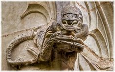 A renovated cathedral in France gets its gargoyles facelifted with sci-fi memes like Gremlins, Alien, etc... God bless the architect! Chapelle Bethléem