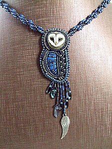 Bijou artisanal pendentif brodé chouette en bleu