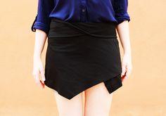 La falda del momento... sin duda la más fotografiada y la más buscada. La falda origami. Es una falda solapada con picosasimétricossuperpuestos en la parte frontal (una falda estilo wrap). Exist...