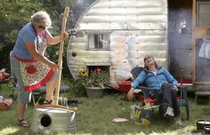 OMG I want to make this stand up bass for Neal & my bluegrass band :)