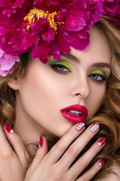 51 Trendy Flowers In Hair Painting Colour Beauty Shoot, Hair Beauty, Foto Poster, Mode Glamour, Beauty Makeup Photography, Foto Art, Hair Painting, Painting Flowers, Floral Fashion