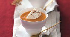 Symbole de l'hiver, la soupe est toujours une bonne option pour créer une ambiance conviviale et chaleureuse. Facile à préparer, elle peut se cuisiner d'avance et permet d'être plus présent auprès de ses invités lors de son repas de fête. Aux saveurs de la mer, de la terre ou même végétariennes, découvrez notre sélection de soupes et veloutés de Noël!