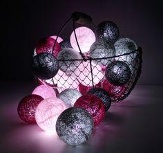 Guirlande lumineuse : boules de coton et leds