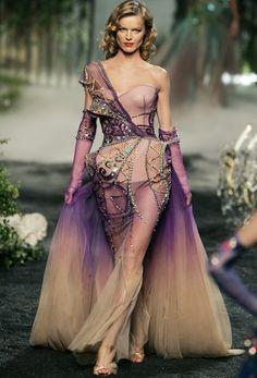 Eva Herzigova - Christian Dior Haute Couture by John Galliano, Fall 2005 Foto Fashion, Estilo Fashion, Fashion Moda, Runway Fashion, High Fashion, Fashion Show, Gypsy Fashion, Fashion Design, Dior Haute Couture