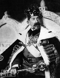 King Ferdinand I of Romania - in the year of his coronation. Ferdinand, Queen Mary, King Queen, History Of Romania, Romania People, Romanian Royal Family, Peles Castle, Transylvania Romania, Royal Photography