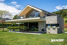 Fotogallery casa in legno Novara - Kager Italia Flat Roof House, Facade House, Casa Magnolia, Modern Tropical House, Modern Villa Design, Tech House, Dream House Exterior, Home Design Plans, Cabana