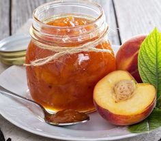 You'll impress yourself after you've made this juicy and rich peach delight! This super easy recipe is good for a few jars of marmalade, making it the perfect summertime hostess gift! Vegan Gluten Free, Vegan Vegetarian, Nectarine Jam, Peach Delight, Low Carb Recipes, Cooking Recipes, Marmalade Recipe, Perfect Peach, Fruit Juice