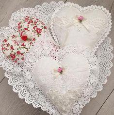 Likes, 14 Kommentare – … Valentine Decorations, Valentine Crafts, Valentines, Felt Christmas, Christmas Crafts, Christmas Ornaments, Sewing Crafts, Sewing Projects, Shabby Chic Hearts