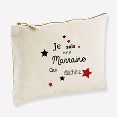 Trousse Marraine qui déchire à personnaliser en choisissant la couleur d'impression des étoiles. Trousse disponible en 3 tailles différentes ! Tote Bag, Coin Purse, Wallet, Purses, Impression, Gifts, Budget, Personalised Gifts, Original Gifts
