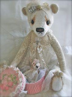 Waar nostalgie en romantiek elkaar ontmoeten...: Berenkindjes Bellandonna en Gina...en de voorbereidingen voor de poppen en beren beurs...