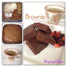Brownie!Alguna vez ya les subi una receta de brownie al sarten, pero hoy los comi y no puede evitar fotografiarlos jejje.Ingredientes.-2claras de huevo-1/4 de taza de avena en polvo-1/2cdta de polvos de hornear-2cdas de cacao en polvo-5nueces picadas-endulzante-chorrito de agua-chorrito de vainilla-1/2scoop de proteina (puedes no usrla)Preparación:-mezcla todo y al sarten. Cocina a fuego bajo y da vuelta a penas puedas.Servi con berries y te verde :)