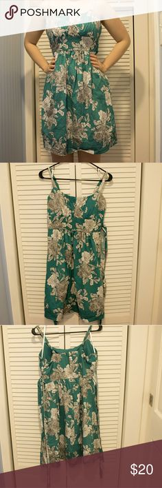 Dressbarn floral dress Perfect dress for a summer event. Only worn a couple of times. Washed at least once. Size 8. Dress has zipper and ties in back. In good condition. Dress comes down just above the kneea. Dress Barn Dresses Mini