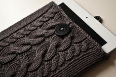 Cabled Tablet Cover ~ 28 Adorable DIY Gadget Cases