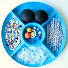 Kids can learn about the night sky and planets with this outer space play dough invitation for preschool and kindergarten. Space Activities, Sensory Activities, Space Games For Kids, Space Party, Space Theme, Sensory Bins, Sensory Play, Sensory Rooms, Learning Spaces