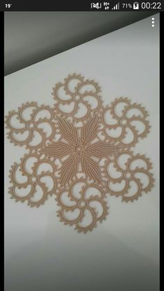 Rust stone, decorated with four laps petals, in thin white cotton thread. To collect. Crochet Stitches Patterns, Crochet Motif, Baby Knitting Patterns, Crochet Doilies, Crochet Flowers, Crochet Lace, Embroidered Lace Fabric, Point Lace, Crochet Tablecloth