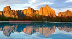 Meteora Hotel at Kastraki Kalampáka Set in the higher point of Kastraki, Meteora Hotel offers magnificent views of the rocks of Meteora. Guests enjoy a pool, an all-day café-bar and rooms with extra long beds and flat-screen TVs.