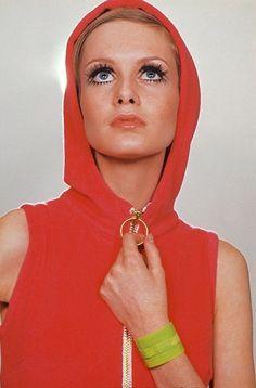 the60sbazaar:Twiggy for British Vogue