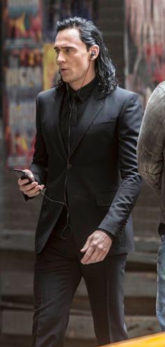 Tom Hiddleston on the set of Thor: Ragnarok in Brisbane, Australia on August 23, 2016. Source: Torrilla. Click here for full resolution: http://ww4.sinaimg.cn/large/6e14d388gw1f73pcvrdstj22bc1jkh03.jpg