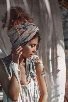 Hippie Stil, Mode Hippie, Boho Chic, Bohemian Style, Modern Bohemian, Boho Gypsy, Hippie Boho, Head Scarf Styles, Hair Styles