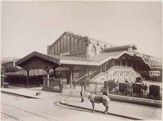 Gare Saint Lazare Court of Rome 2 March 1885 Vintage Pictures, Old Pictures, Old Photos, Paris Vintage, Old Paris, Les Halles Paris, Crazy Horse Saloon, Rome, Champs Elysees