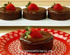 torta-bombom-morango2 Mini Tortillas, Mini Cheesecake, Strawberry Shortcake Party, Small Desserts, Plated Desserts, Relleno, Chocolate Recipes, Finger Foods, Sweet Recipes